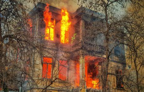 מי מוודא שמערכות גילוי וכיבוי אש בבניין מתוחזקות ותקינות?